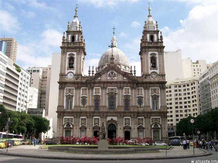 Церковь Канделария  в свое время была самым большим и самым величественным храмом имперской Бразилии, и по сей день все еще ослепляет своей архитектурой. Канделария известна также как мес...