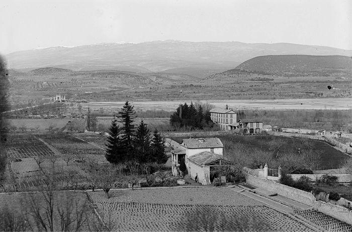 1890 - Les Mées. Plaines et pont. Photographe : M. Eysseric