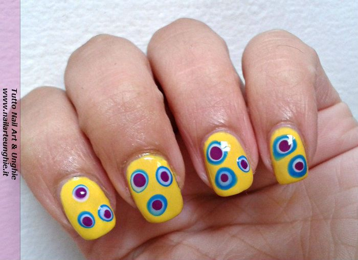 <p>Nail art facile per unghie di tutte le lunghezze Ciao a tutte! Per qualche settimana non vi ho pubblicato tutorial nail art in quanto ero via per le ferie. Ora che sono nuovamente a casa voglio condividerecon voi una decorazione per unghie per tutte le lunghezze, realizzabile in pochi passaggi …</p>