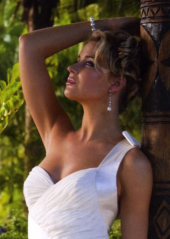 Celestia Earrings in White