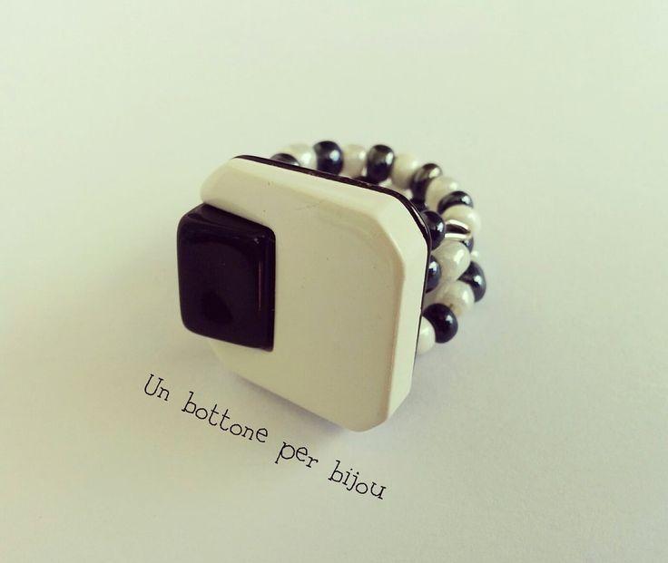 Anello con bottone vintage anni '60 ,in resina,stile art deco,su filo armonico, by un bottone per bijou, 9,00 € su misshobby.com