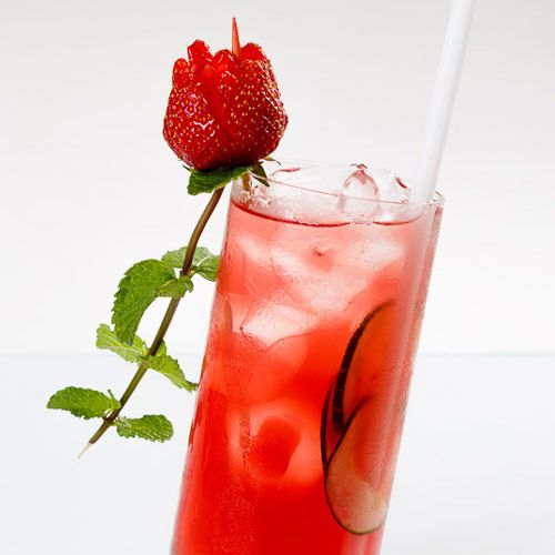 Rose of Prague - Stefan Haneder, Koktejl Festival 2013 #drink #cocktail #design #mattoniwater #bar #rose #strawberry #mint #prague