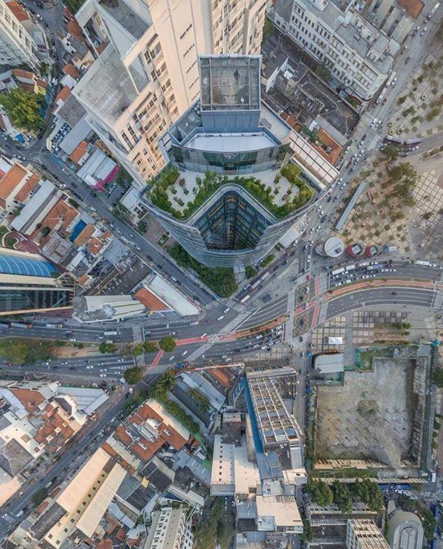 Isso é São Paulo City! Mais uma maravilhosa foto do @highparadisee super parceiro do SP City  Vale a pena conferir o trabalho dele.  #saopaulocity #EuVivoSP #sobrevoandosp