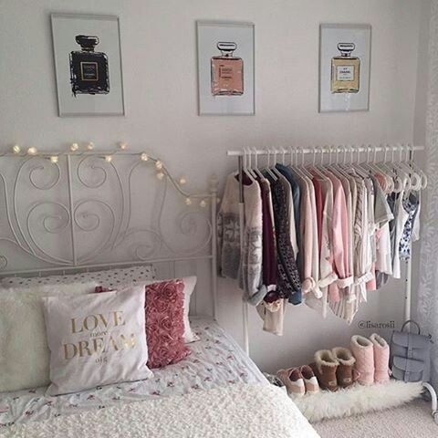 Bedroom mit Kleiderstange – My future apartment