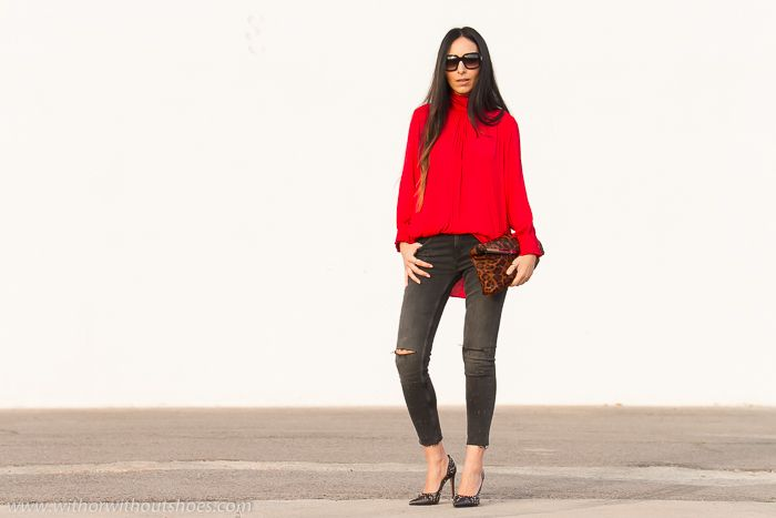 Blusa romántica roja, jeans rotos y Zapatos con tachuelas de Rebeca Sanver | With Or Without Shoes - Blog Influencer Moda Valencia España