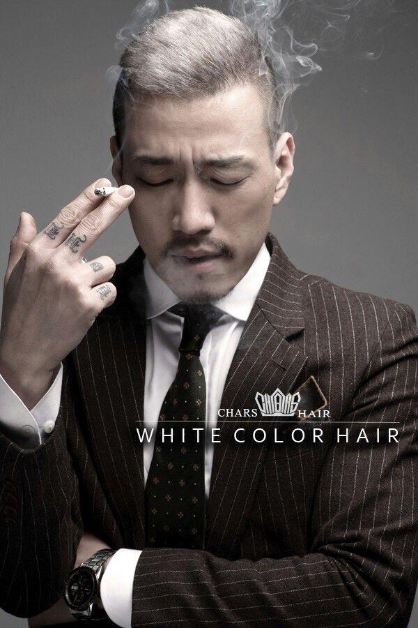 대구미용실 찰스헤어 백발머리 탈색 흰머리염색 탈색5회 , 흰머리색 염색1회 , 자연스러운 백발 머리 연출을 위해 어두운 갈색 그라데이션 염색으로 백발머리 연출 . . Korea daegu hair shop charshair Haircolor white color man hair hairstyle