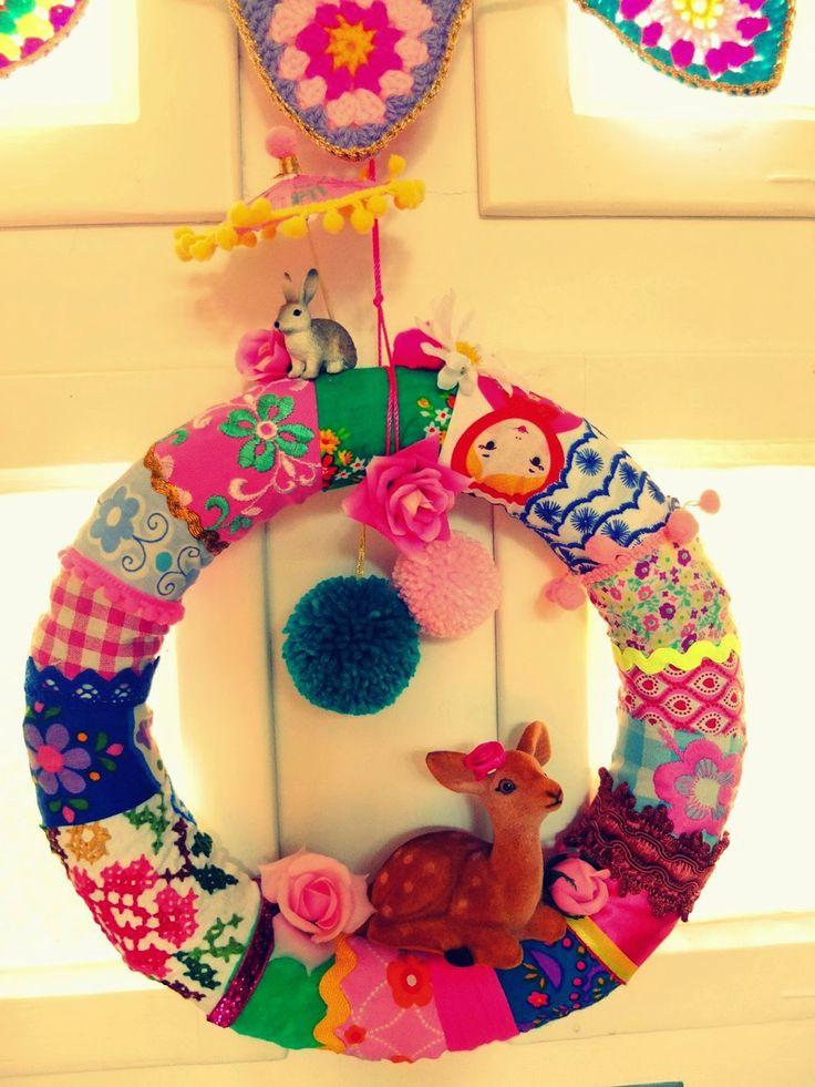 krans maken van vrolijke stofjes- fabriek wreath- jans schwester