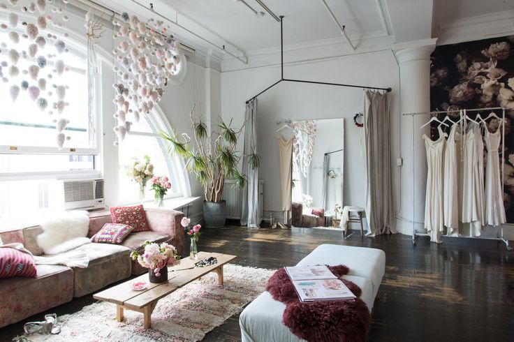In 2012, Molly Guy founded Stone Fox Bride. It has since become the unofficial anti-wedding boutique, and Homepolish's Matthew Cane came in to channel this irreverent, non-traditional vibe into their NoHo loft.