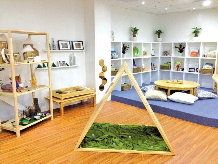 Wat een leuk idee voor een hut-hoek! Een houten constructie met lappen. Om heerlijk in te kunnen schuilen.