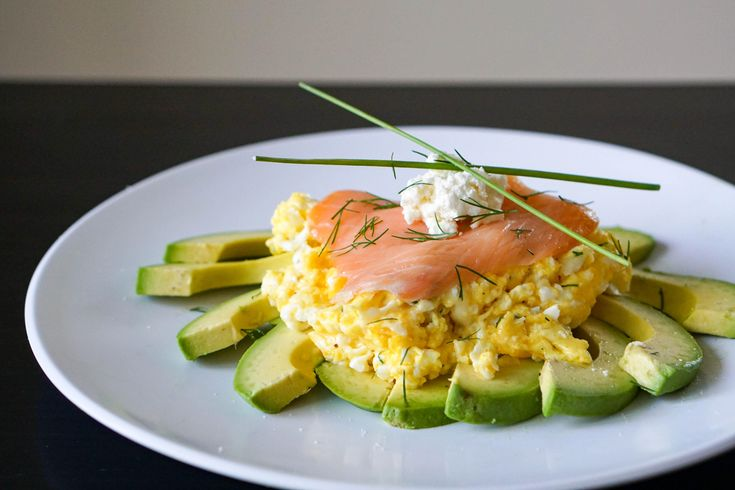 [OC] Smoked Salmon topped with cream cheese on a bed of scrambled egg and avocado slices [5959x3973]