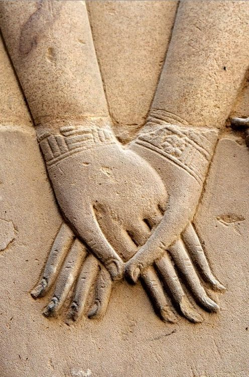pearl-nautilus: Hathor Holding Nefertari's Hand. Symbolizes the union of the upper Egypt and Lower Egypt