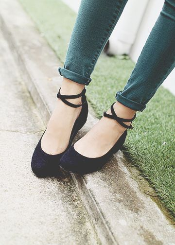 Suede Mary Jane Wedges.                                                                                                                                                      Más