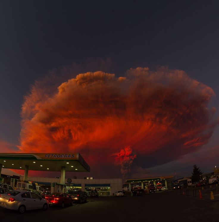 Fotografía 📷: Raul Vasquez. Erupción de Volcán Calbuco, Rio Blanco. Zona Sur de Chile. 22 de Abril, 2015.