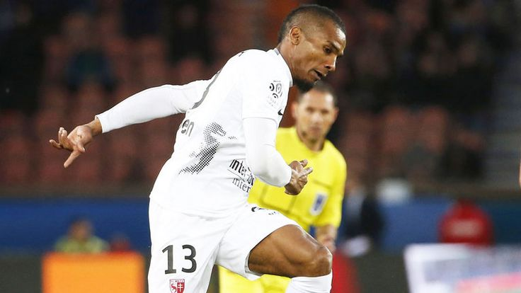 Florent Malouda backs Chelsea to turn their form around - http://footballersfanpage.co.uk/florent-malouda-backs-chelsea-to-turn-their-form-around/