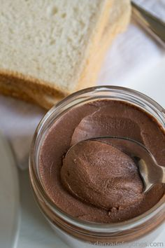 Un desastre! - Crema de cacao y avellanas. Nocilla o nutella casera | http://danzadefogones.com/crema-de-cacao-y-avellanas-nocilla-o-nutella-casera/