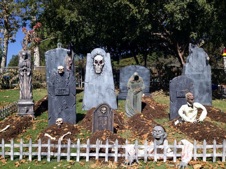 Halloween graveyard halloween decorations pinterest for Grave decorations ideas