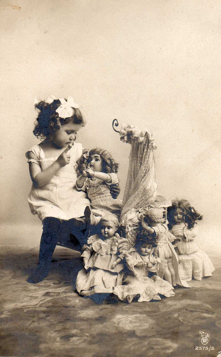 1919. Isn't it lovely. I think it's interesting that nearly 100 years later mass produced dolls have started being made with joints in their elbows and knees