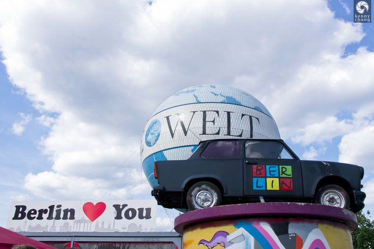 Berlin Loves You sign, hot air balloon and vintage car