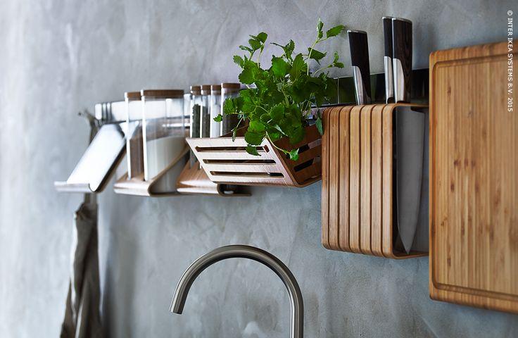 Alles binnen handbereik. RIMFORSA keukenaccessoires #Aprilnews #keuken #IKEA
