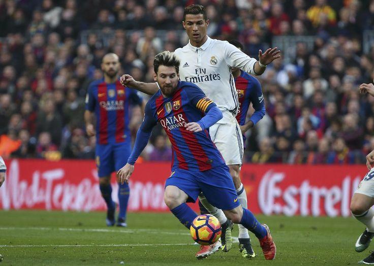 """CR7 brinca: """"Se jogasse com Messi, teria ganhado mais Bolas de Ouro"""" #globoesporte"""