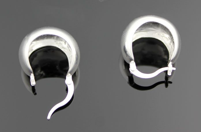 100% Sterring Silver Dome Earring http://nyfashionstar.com/accessories/jewelry/earrings/sterring-silver-dome-earring.html