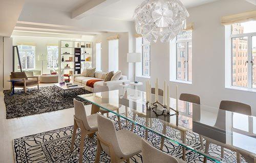 Langwerpige woonkamer appartement in New York   Interieur inrichting