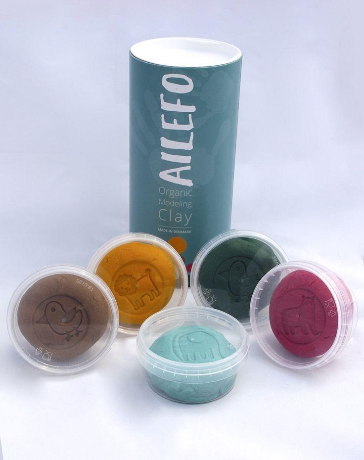 Indeholder: 5 bøtter a´ 160 gr økologisk modellervoks. Farverne: grøn, blå, rød, brun, gul.