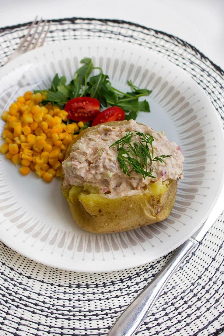 Bakad potatis den perfekta lunchen, lätt att laga och snäll mot plånboken. Med en fräsig tonfiskröra blir detta garanterat en favoriträtt i ditt hushåll!