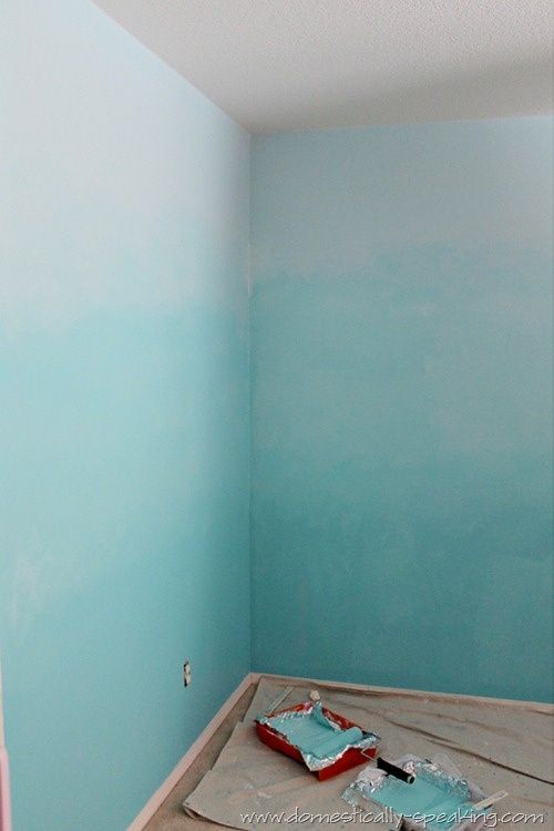 How to Ombre Your Walls - create a beachy / coastal mermaid room with this great tutorial!