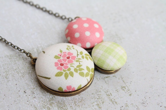 Spring button necklace  TRIO by BEEJOUbyfercmuvek on Etsy, $25.00