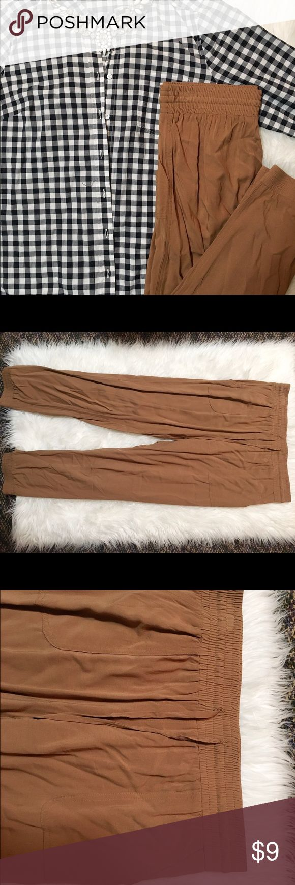 Brown Joggers- Size M These are a pair of brown colored jogger pants- they have an elastic waistband with drawstring closure as well as elastic around the ankles. They are a women's size Medium. Pants Track Pants & Joggers