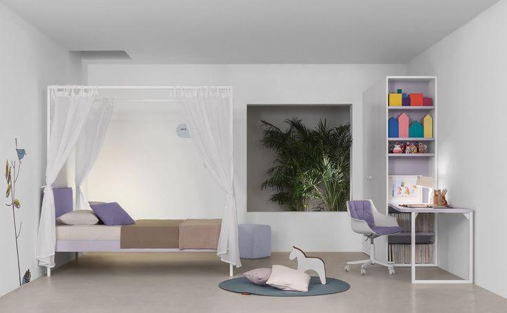 letto baldacchino per cameretta colore bianco