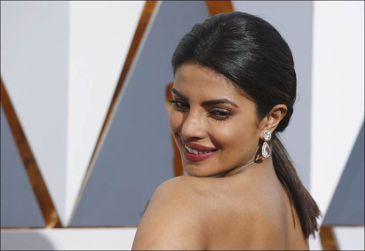 PHOTOS: Oscars 2016: Priyanka Chopra dazzles at Oscars party after stunning in white at red carpet | The Indian Express