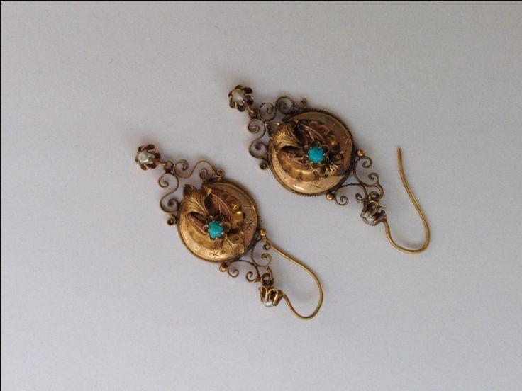 Antieke oorhangers met turkoois