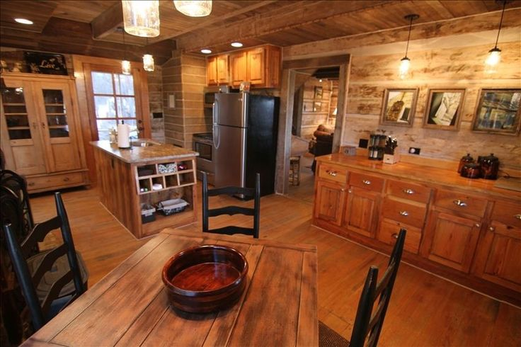 Mountaintop log cabin getaway with breathtaking views for Falls lake cabin rentals
