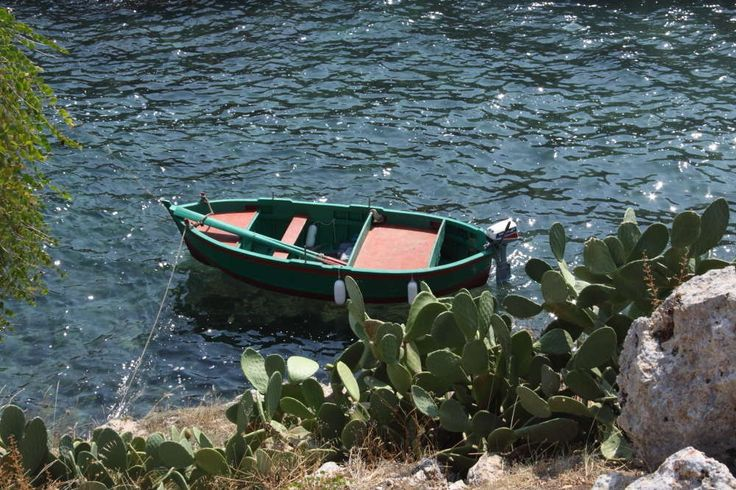 Puglia Barca in caletta - Ph. Benny Maffei