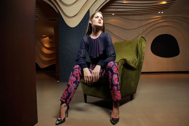 camasa jabou voal bleumarin roz pantaloni brocart clasic elegant