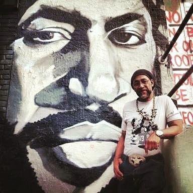 """Budaya & musik Hip-Hop terbentuk selama tahun 1970-an ketika blok party """"pesta jalanan"""" menjadi semakin populer di kota New York khususnya di kalangan pemuda Afro Amerika yang tinggal di Bronx. DJ sangat berperan penting memainkan genre populer musik terutama funk & soul. Karena penerimaan positif DJ mulai me-""""Looping"""" beat pattern perkusi dari lagu-lagu populer. Teknik ini kemudian umum di musik Reggae Dub Jamaika dan sebagian besar diperkenalkan ke New York oleh imigran dari Jamaika dan…"""