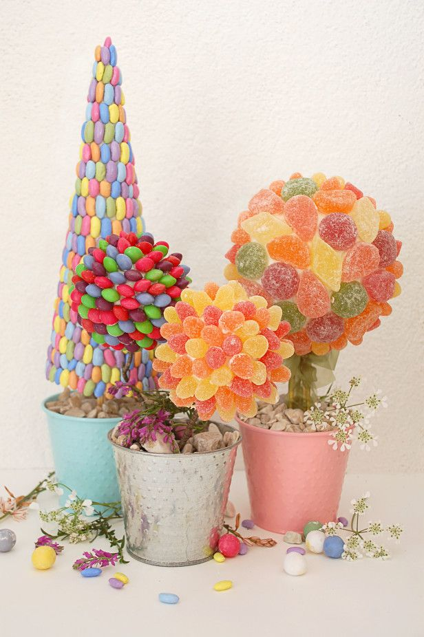 Make an Easter Candy Topiary! --> http://www.hgtvgardens.com/crafts/easter-candy-topiary-craft?soc=pinterest