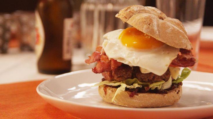 Hamburger met blauwe kaas en uienconfituur | VTM Koken