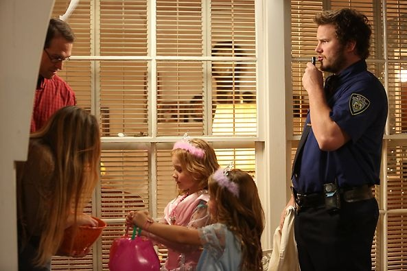 andy dwyer as a cop parks and recreation parksandrec halloween in pawnee pinterest. Black Bedroom Furniture Sets. Home Design Ideas