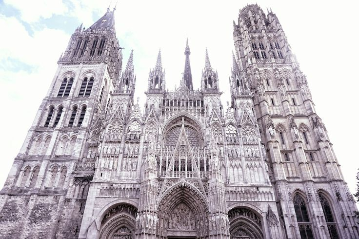 rouen cathedral in the daytime