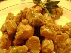 I bocconcini di pollo alla salvia, un secondo piatto di una bontà unica e delicata. Cremosi e davvero gustosissimi, vi faranno fare una bella figura anche