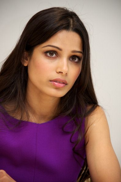 Freida Pinto~  Y can't my skin look as NICE as hers& be as Beautiful like she is?!?