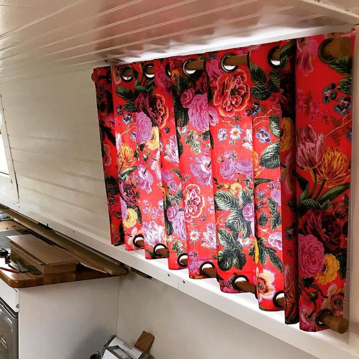 @shelshelo did such an amazing job on the curtains..... #kafffassett designs #thenarrowboatchronicles #piratepuppies #narrowboatdogs #boatlife #narrowboatliving #tinyhouse #vanlife #veganboaters #vegan #canallife #offthegrid #narrowboat #smallspace #houseboat #minimalist #minimalism #Microhouse