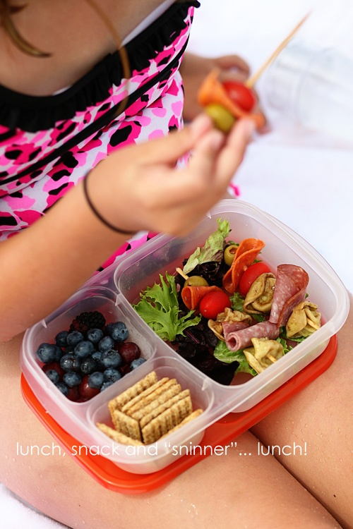 a day at the beach with antipasto kabobs and our easylunchboxes!