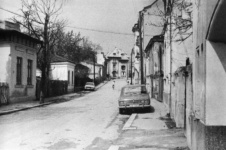"""Din Bucureștiul dispărut: Strada Puțul cu Apă Rece(1985).  Foto: Cristian Bonciocat/""""Bucureștiul demolat - Arhive neoficiale de imagine"""""""
