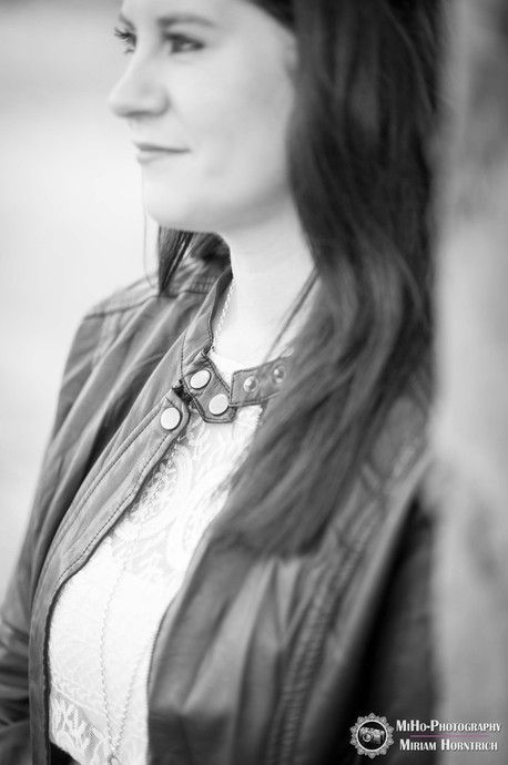 MiHo-Photography Miriam Horntrich Fotograf Fotografin Mühlacker Enzkreis Maulbronn Pforzheim Stuttgart Karlsruhe Hochzeitsfotografie Hochzeitsfotograf Hochzeitsfotografin Deutschland Portrait Einzel Shooting Frau Mann Portraitsession