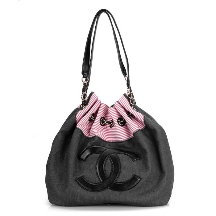 CHANEL! Oh MY GOODNESS! Ive died and gone to hand bag heaven! Christmas gift anyone ;)