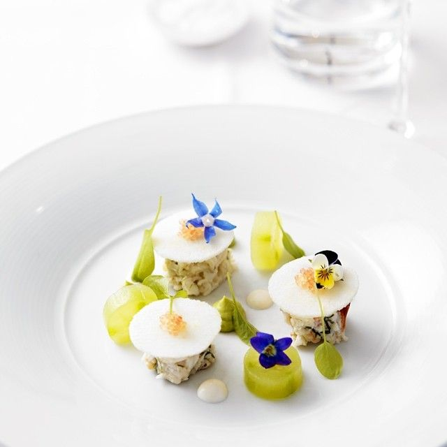 New dish at #est. Salad of mud crab, avocado, wasabi, cucumber, finger lime, yoghurt & mint. @merivale